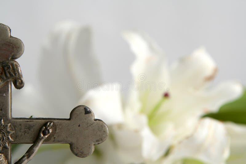 Krzyż i Easter leluje zdjęcia stock