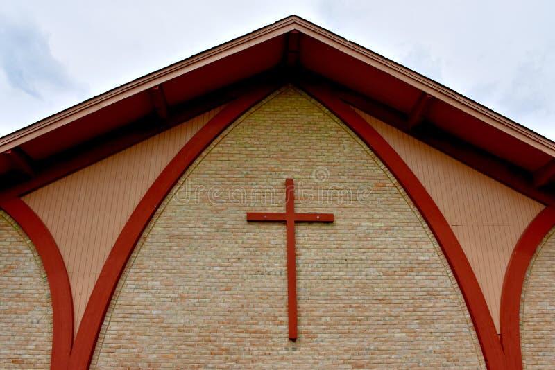 Krzyż na ścianie z cegieł zdjęcia stock