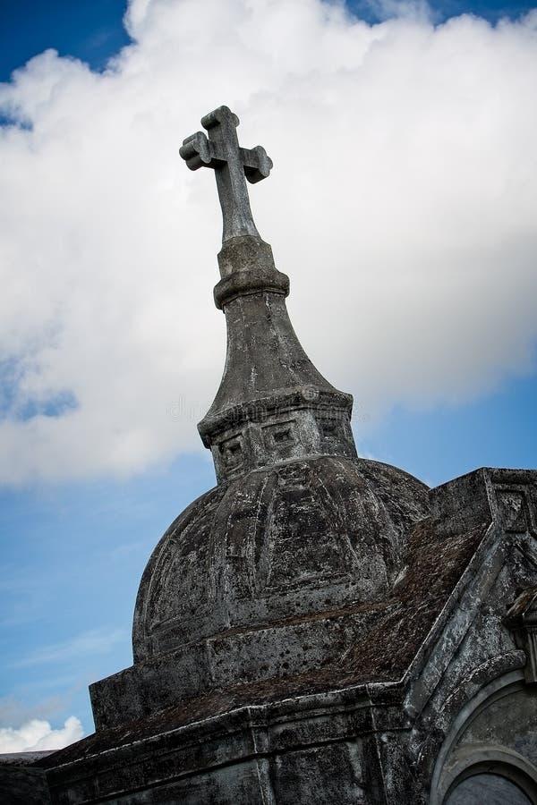 Krzyż na górze grobowa zdjęcie stock