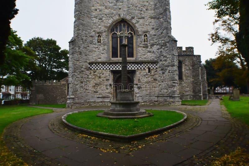 Krzyż przed kościół zdjęcie royalty free