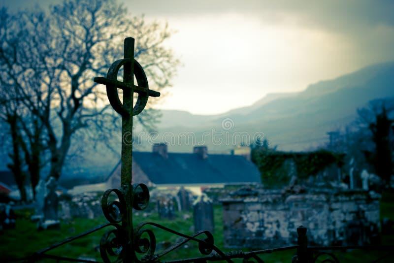 Krzyż przy Irlandia cmentarzem fotografia royalty free