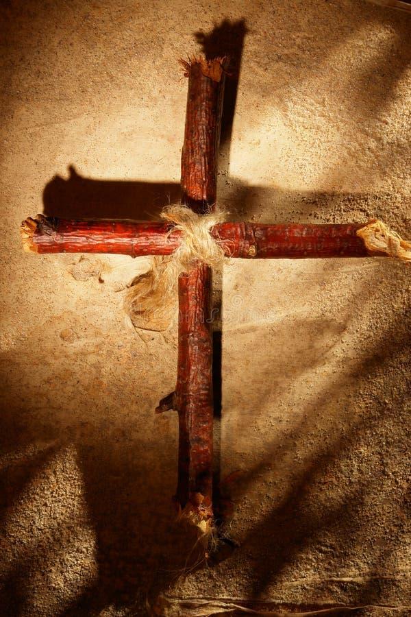 Krzyż w piasku obraz stock