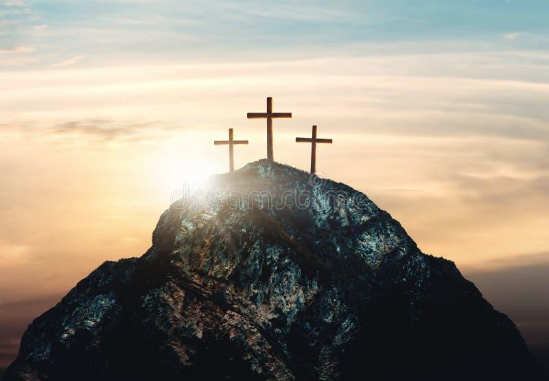 Krzyżowanie jezus chrystus, trzy krzyża na wzgórzu, 3d rendering fotografia royalty free
