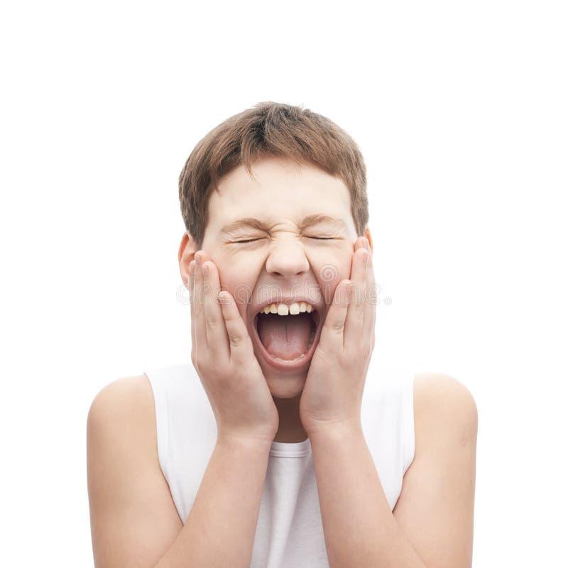 Krzycząca młoda chłopiec w sleeveless koszula fotografia stock