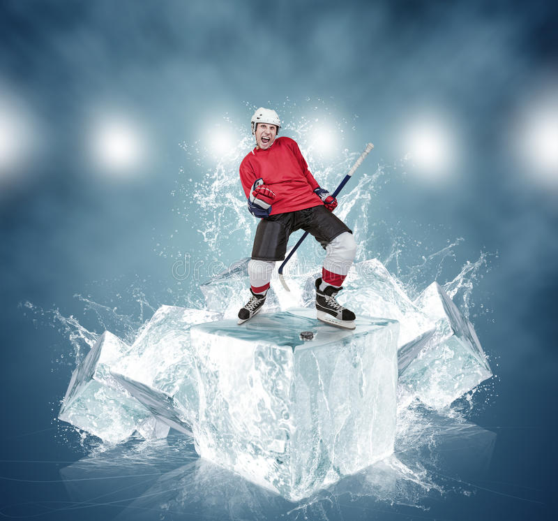 Krzyczący gracz w hokeja na abstrakcjonistycznym kostki lodu tle obraz stock