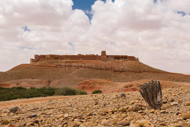 Ksar Tafnidilt cerca de Wadi Draa, moreno del moreno, Marruecos imagen de archivo