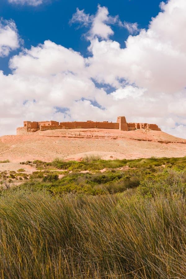 Ksar Tafnidilt cerca de Wadi Draa, moreno del moreno, Marruecos fotos de archivo
