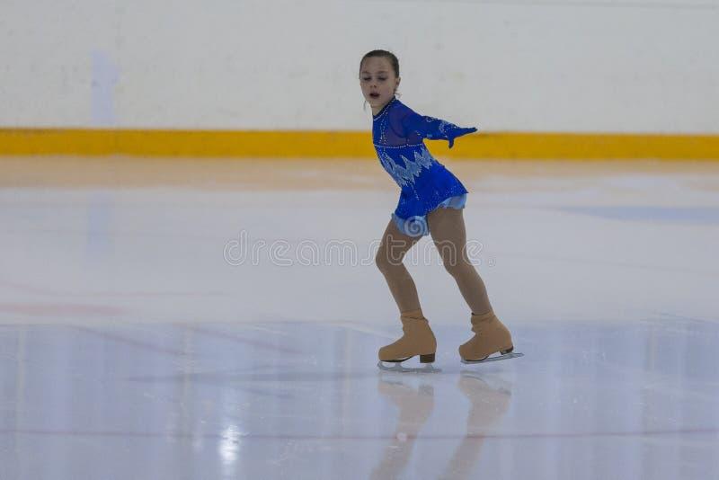 Kseniya Medvedeva de Bielorrusia realiza programa patinador libre de las muchachas de plata de la clase III fotografía de archivo libre de regalías
