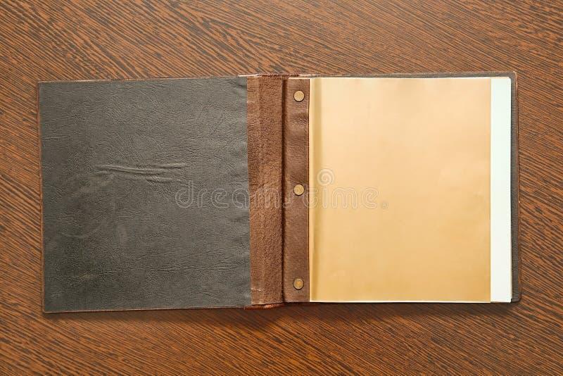 Książka na biurku obrazy stock