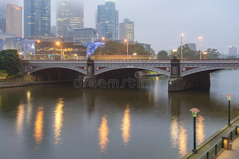 Książe Przerzucają most przez Yarra rzekę w Melbourne fotografia royalty free