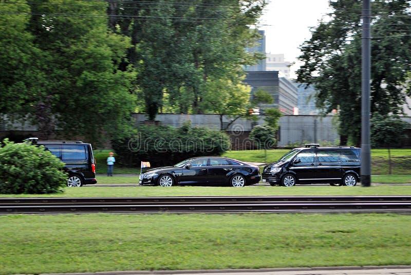 Książe William i Kate Middleton powitanie tłoczymy się w Warszawa zdjęcia stock