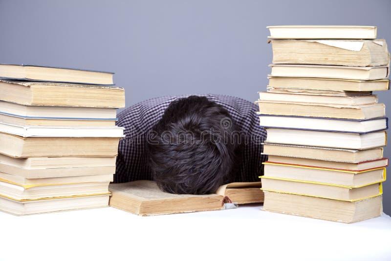 książek odosobnionego ucznia zmęczeni potomstwa obrazy stock