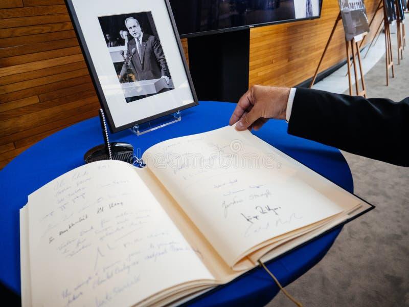 Książka condoleances dla Helmut Kohl przy parlamentem europejskim fotografia royalty free