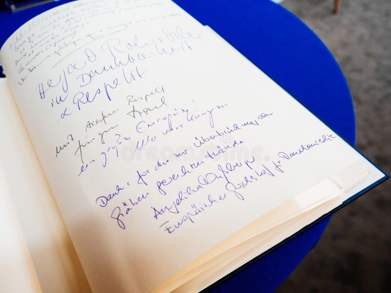 Książka condoleances dla Helmut Kohl przy parlamentem europejskim obrazy royalty free