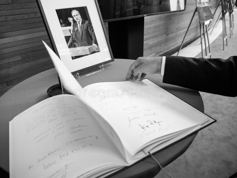 Książka condoleances dla Helmut Kohl przy parlamentem europejskim obrazy stock