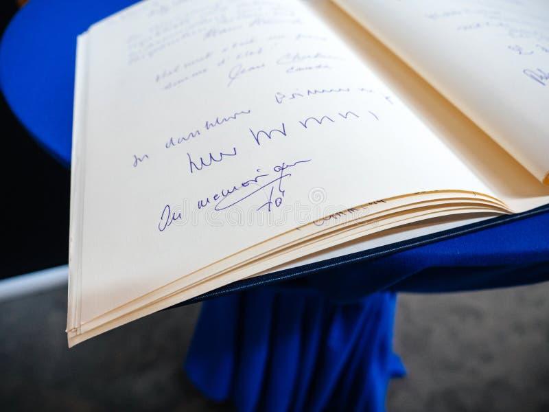 Książka condoleances dla Helmut Kohl przy parlamentem europejskim zdjęcia royalty free