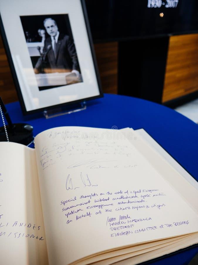 Książka condoleances dla Helmut Kohl przy parlamentem europejskim zdjęcie royalty free