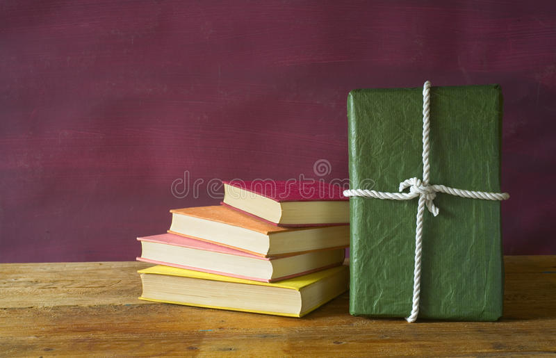 książka jako prezent obraz stock