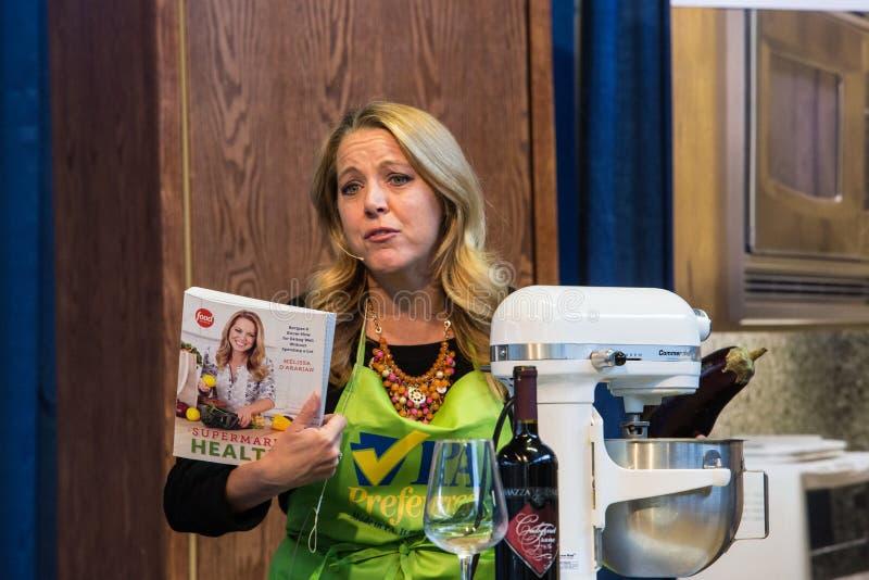 Książka kucharska autor i osobistość szef kuchni Melissa dArabian zdjęcia royalty free