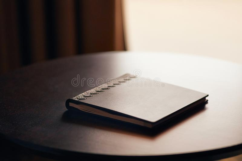 Książka na biurku zdjęcie stock