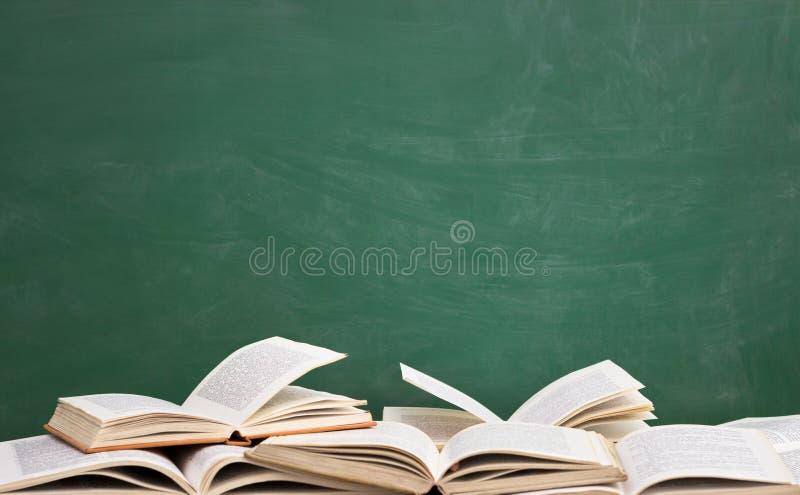 Książka przodu zieleni blackboard obrazy royalty free