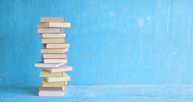 książka serii sterta występować samodzielnie zdjęcie royalty free
