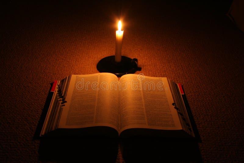 Książka W świetle. Zdjęcie Stock