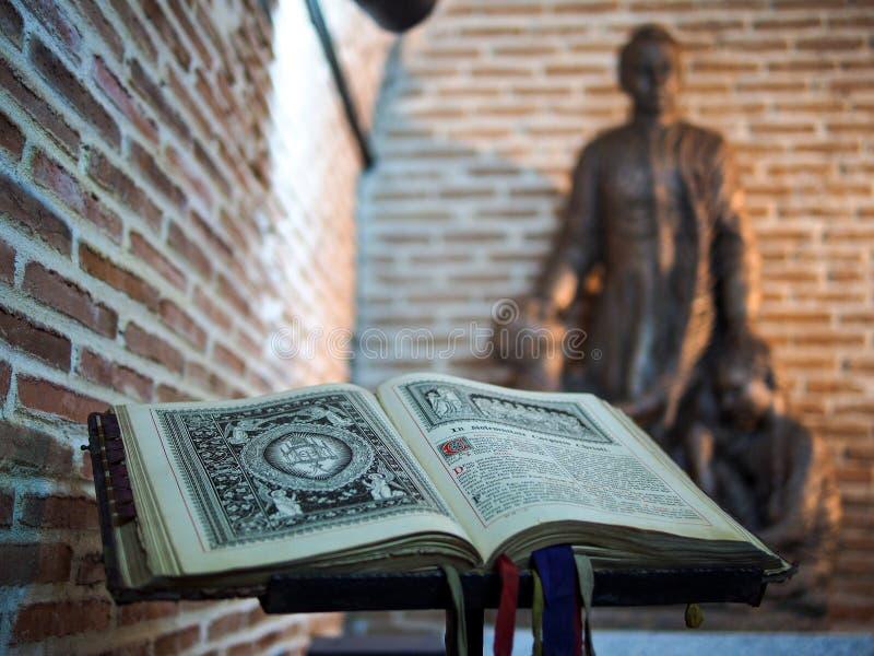 Książka w hiszpańskiej katedrze obrazy royalty free