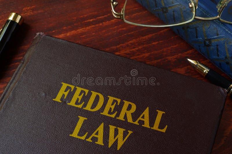 Książka z tytułowym federacyjnym prawem zdjęcie royalty free