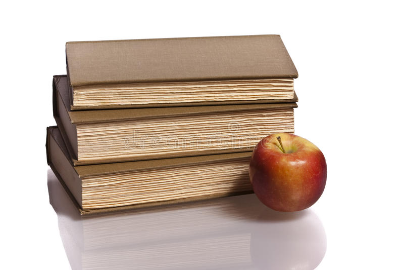 Książki czerwona jabłczana sterta zdjęcie stock