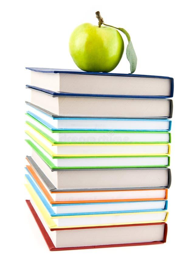 Książki i Apple fotografia stock
