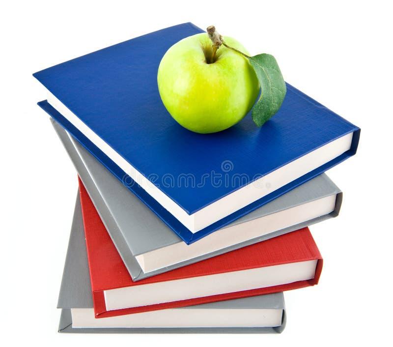 Książki i Apple obrazy royalty free