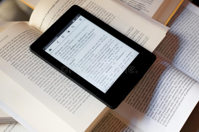 Książki i ebook czytelnik obraz royalty free
