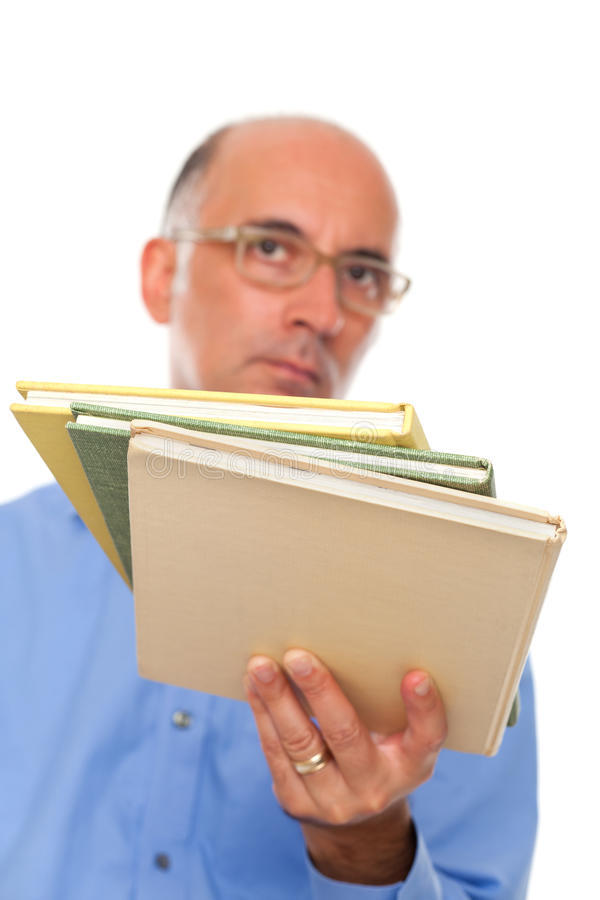 Książki trzyma osobą fotografia stock