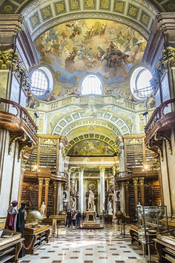 książki w pięknej Austriackiej Krajowej bibliotece w Wiedeń fotografia stock