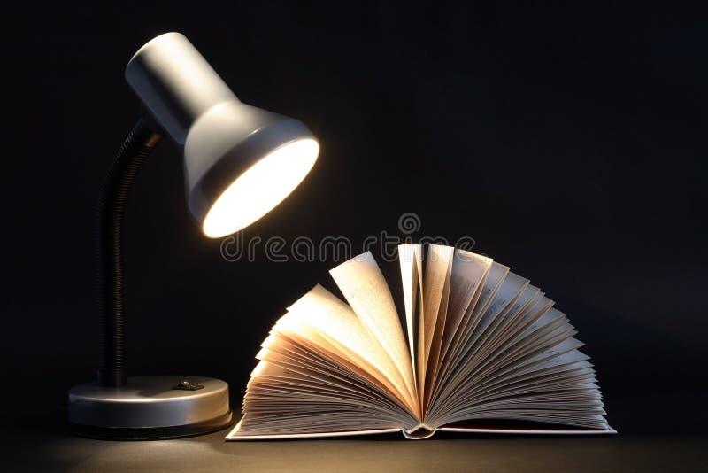 książkowa lampa obrazy stock