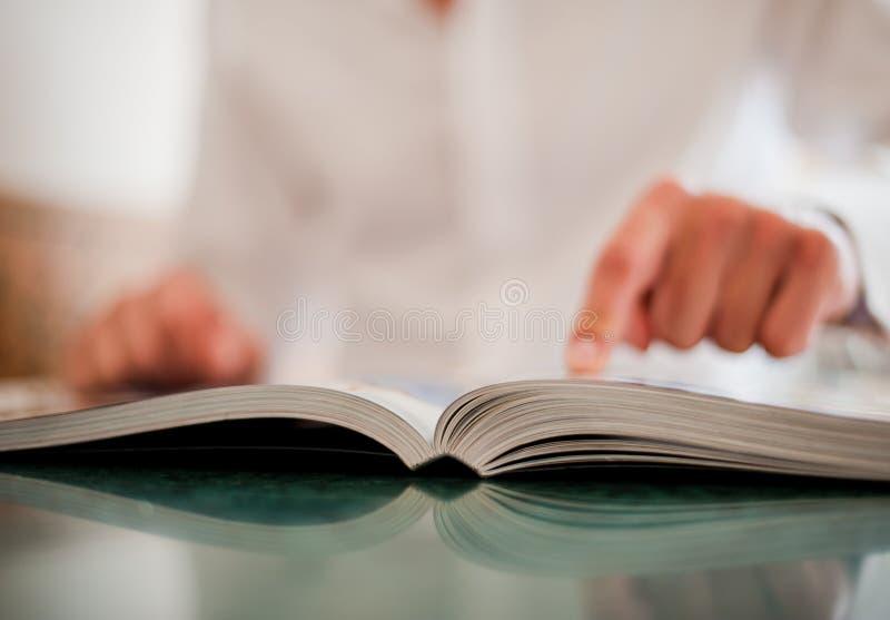 książkowa ręka zdjęcia stock