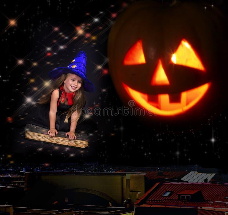 książkowego dziecka latająca czarownica zdjęcia stock