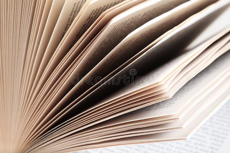 książkowego zbliżenia rozniecone strony obraz stock