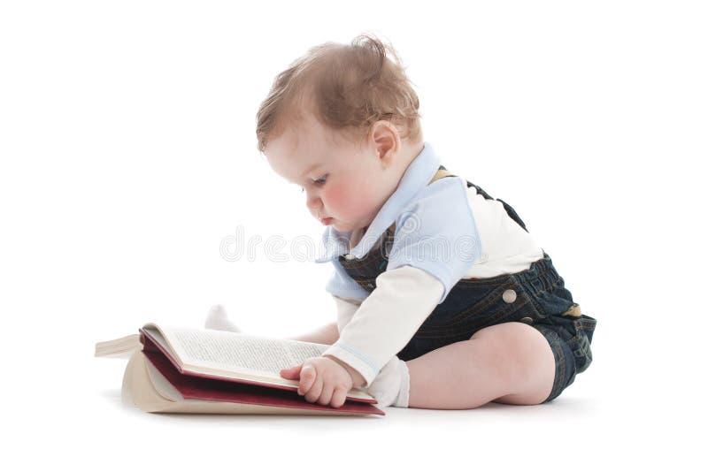 książkowej chłopiec śliczny stary czytanie dwa rok zdjęcie royalty free