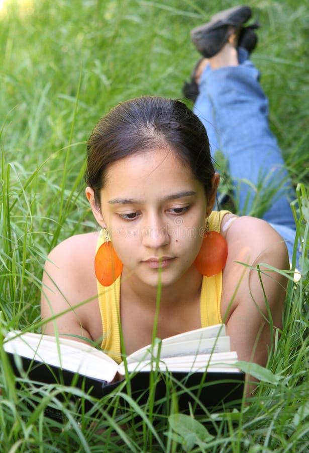książkowy czytelniczy uczeń zdjęcie stock