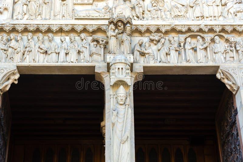 Ksiądz statua na drzwiowej kolumnie St Anne portal na wester fotografia stock