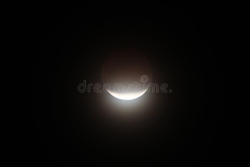 księżyc - luna, zaćmienie nad morzem zdjęcia stock