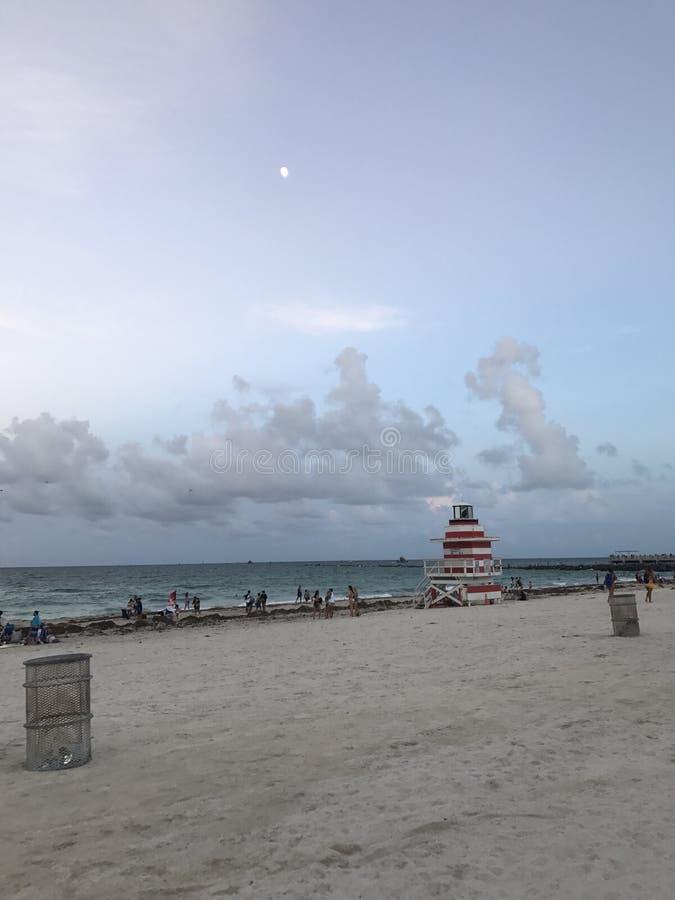 Księżyc plażowy piasek obrazy stock