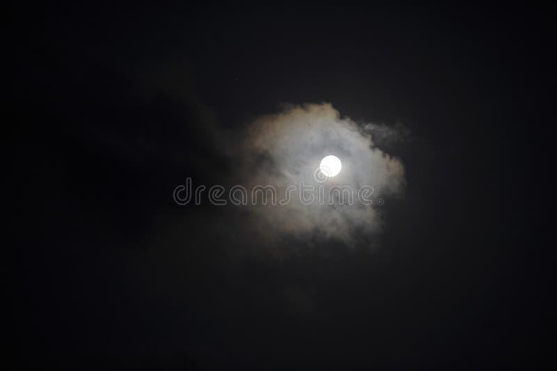 Księżyc przy nocą fotografia stock