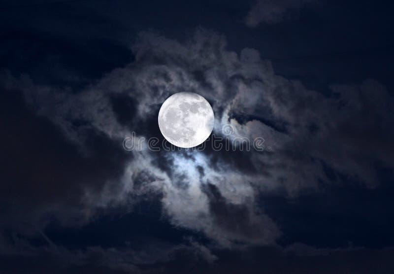 Księżyc w chmurach zdjęcie royalty free
