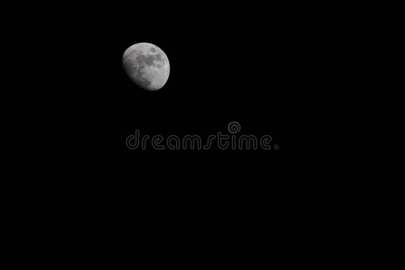 Księżyc w nocnym niebie fotografia royalty free