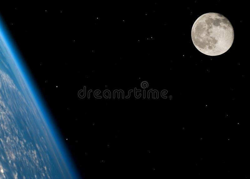 księżyc w pełni blisko zdjęcia royalty free