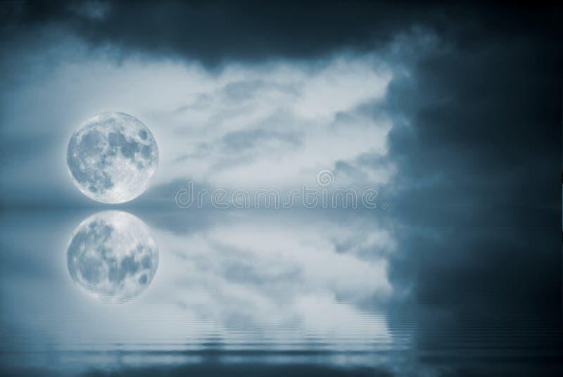 księżyc w pełni odbicie zdjęcia stock