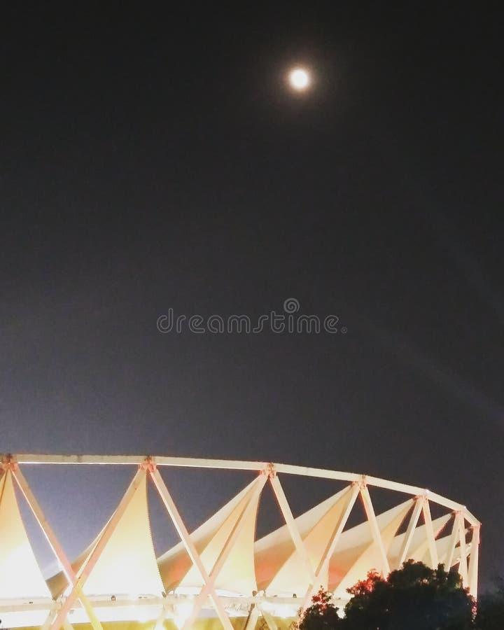 księżyc w pełni pagodowy shwedagon Yangon Myanmar obraz royalty free